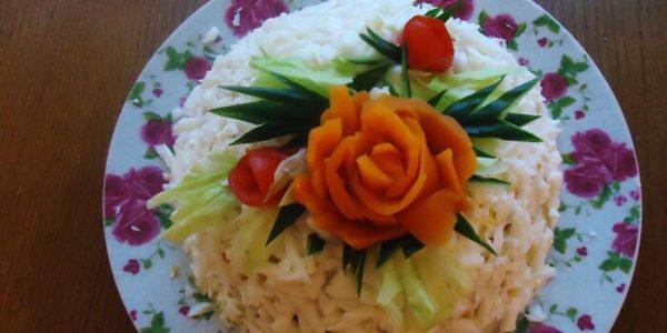 Салат Невеста с копченой курицей.