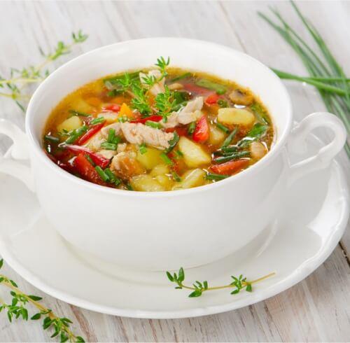 Суп минестроне с курицей.