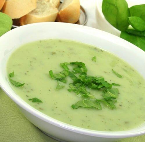 Диетический суп-пюре с цуккини на курином бульоне.