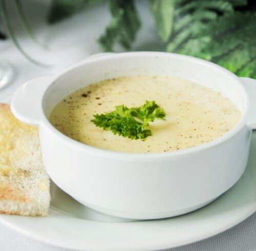 Куриный крем-суп с цветной капустой.