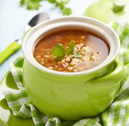 Суп из чечевицы на курином бульоне.