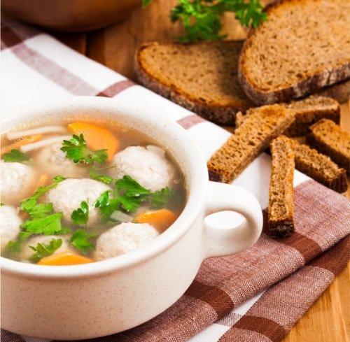 Куриный суп с фрикадельками.