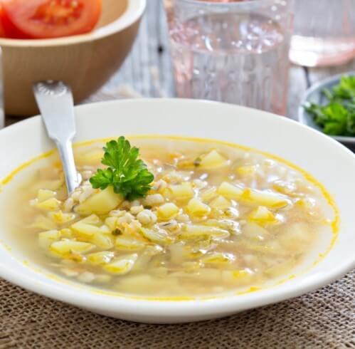 Суп с перловкой и курицей.