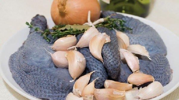 Рецепт нежного филе черной китайской шелковой курицы.