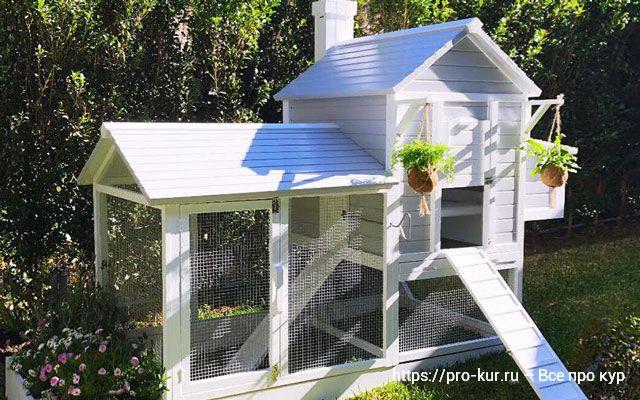 Красивые курятники на лето для украшения двора.