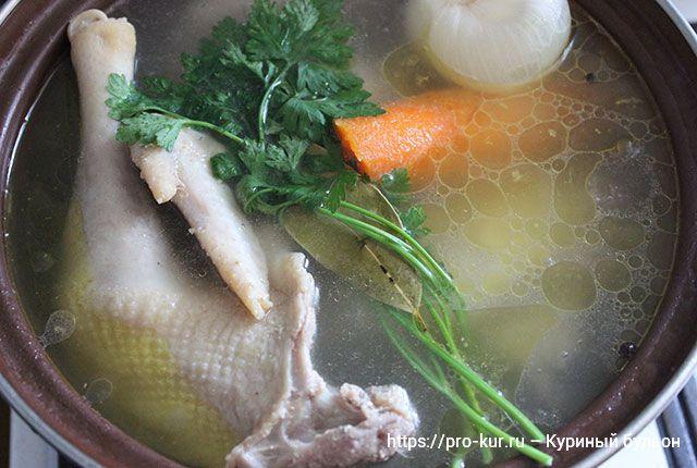 Куриный бульон из домашней курицы наваристый рецепт пошагово с фото.